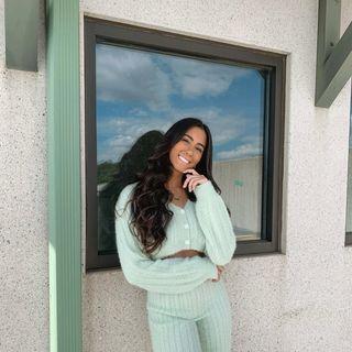 DANIELA/ NJ lifestyle +fashion Profile Image