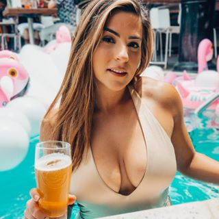 Melis  Beer•Barbells•Travel Profile Image
